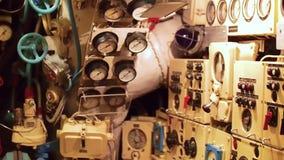 Controlepost van oude Sovjetonderzeeër De Tweede Wereldoorlog stock video