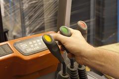 Controles da alavanca do caminhão de empilhadeira Fotos de Stock
