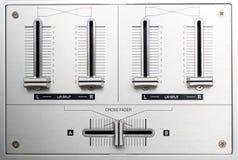 Controles de descoloramiento del mezclador de la música de DJ Fotos de archivo
