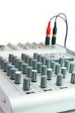 Controles de la pequeña consola del mezclador de sonidos Imagen de archivo