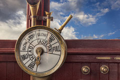 Controles de motor no brisge do navio Fotos de Stock Royalty Free