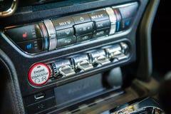 Controles van Ford Mustang in Singapore Motorshow 2015 Royalty-vrije Stock Afbeeldingen