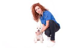 Controllare femminile con il cane Fotografie Stock Libere da Diritti