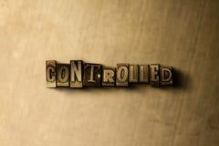 CONTROLLATO - il primo piano dell'annata grungy ha composto la parola sul contesto del metallo fotografie stock