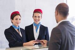Controlli all'aeroporto fotografie stock libere da diritti