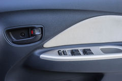 Controlli il bottone sull'automobile della porta Fotografia Stock Libera da Diritti