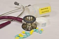 Controlli l'allergia ai farmaci Fotografia Stock Libera da Diritti