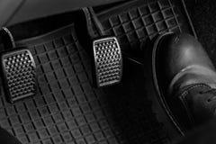 Controlli l'automobile Fotografie Stock Libere da Diritti