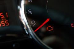 Controlli l'indicatore luminoso del motore Fotografie Stock Libere da Diritti