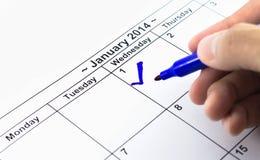 Controllo blu. Segno sul calendario al 1° gennaio 2014 Immagine Stock