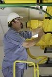 Controllo dei cavi a fibre ottiche nel Fiberduct Fotografia Stock