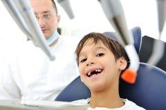 Controllo dei denti del dentista Fotografia Stock