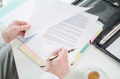 Controllo del contratto Fotografia Stock Libera da Diritti