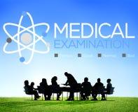 Controllo dell'esame medico sul concetto di benessere di diagnosi Fotografie Stock Libere da Diritti