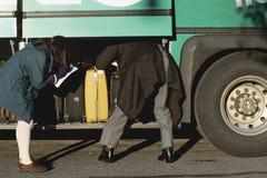 Controllo dello scompartimento di bagagli Immagine Stock