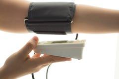 Controllo di pressione sanguigna fotografia stock libera da diritti