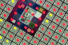Controllo di qualità nell'industria di elettronica Fotografia Stock