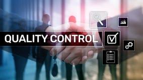 Controllo di qualit? ed assicurazione normalizzazione garanzia standard Concetto di tecnologia e di affari fotografia stock
