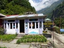 Controllo turistico in Dharapani, Nepal Fotografia Stock Libera da Diritti