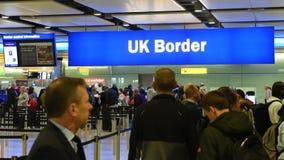 Controlo de fronteiras do aeroporto em Heathrow no Reino Unido Fotografia de Stock