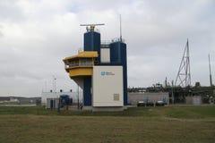 Controlo de tráfico para navios no Botlekbrug pela autoridade portuária de Rotterdam fotos de stock