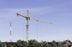 Contruction żuraw jako niebieskie niebo Zdjęcia Stock