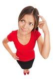 Verwirrte Frau, die ihren Kopf verkratzt Stockbilder