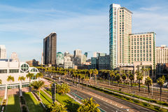 Convention Center e hotéis na movimentação do porto em San Diego imagens de stock royalty free