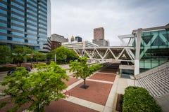 Convention Center et les bâtiments modernes à Baltimore du centre Image libre de droits