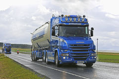 Conventional Scania T580 Forsgards on Rainy Highway Stock Photography