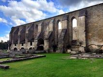 Convento arruinado antiguo en la región de Pirita, Tallinn, Estonia del St Brigitta Foto de archivo
