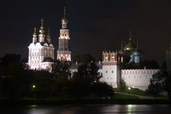Convento di Novodevichy a Mosca alla notte Immagine Stock