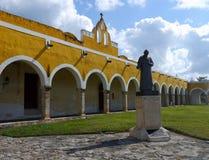 Convento do monastério da cidade do amarelo da igreja de Izamal México Iucatão Imagens de Stock