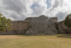 Convento maia em Chichen Itza fotos de stock