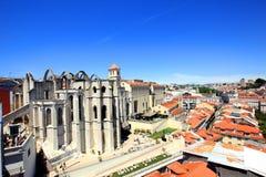 Convento tun Carmo in Lissabon, Portugal, gesehen vom Sankt-justa Ausblick lizenzfreie stockfotografie