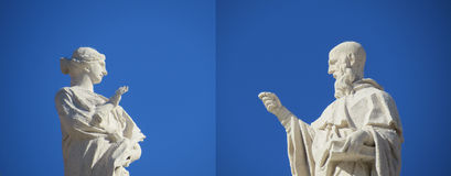 Converation. 2 Statues conversing with each other at st peters basilica Stock Photo