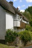 A conversão e a palha verdes telham a casa de campo em Bovey norte, Devon Foto de Stock