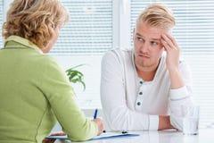 Conversação com um terapeuta Imagem de Stock Royalty Free