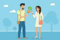 Conversa com os amigos através do mensageiro app ilustração royalty free