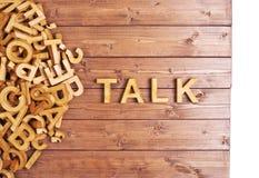 Conversa da palavra feita com letras de madeira Fotos de Stock