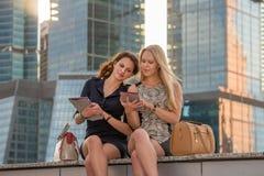 Conversa das meninas Fotografia de Stock