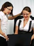 Conversa do negócio entre duas mulheres fotografia de stock