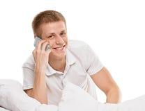 Conversa no homem de sorriso móvel Fotos de Stock