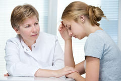 Conversación con un terapeuta Imagen de archivo libre de regalías