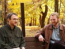 Conversación del banco de parque Imágenes de archivo libres de regalías