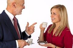 Conversación del hombre y de la hembra de negocios Foto de archivo libre de regalías