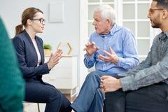 Conversación productiva con el psicólogo foto de archivo libre de regalías