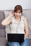 Conversación en línea Imagen de archivo libre de regalías