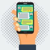 Conversando com chatbot no telefone esperto, conversação em linha ilustração royalty free