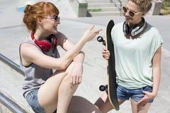 Conversation au soleil Photographie stock libre de droits